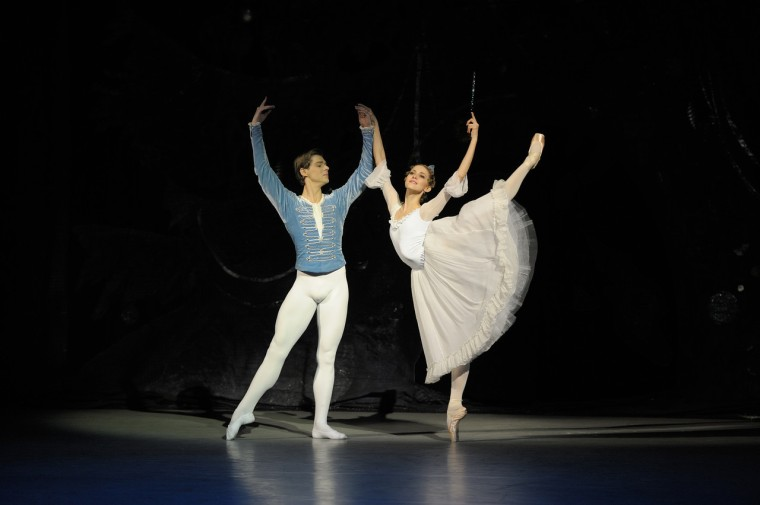 Alina Cojocaru (Masha) and Vladimir Shklyarov (the Nutcracker Prince) int he Mariinsky Nutcracker. Photo by Valentin Baranovsky.
