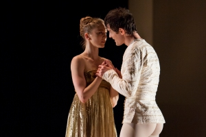 Carla Körbes and Seth Orza in Roméo et Juliette. Photo by Angela Sterling.