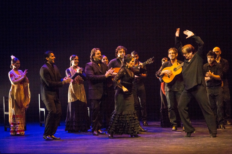 Antonio Canales, surrounded by singers, dancers and musicians at the Gala Flamenca. Photo by Yi-Chun Wu.