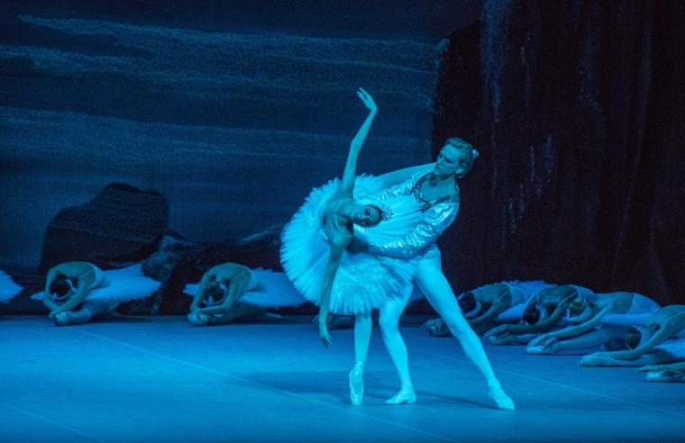 "Svetlana Zakharova and DAvid Hallberg in hte Bolshoi's ""Swan Lake."" Photo by Stephanie Berger."