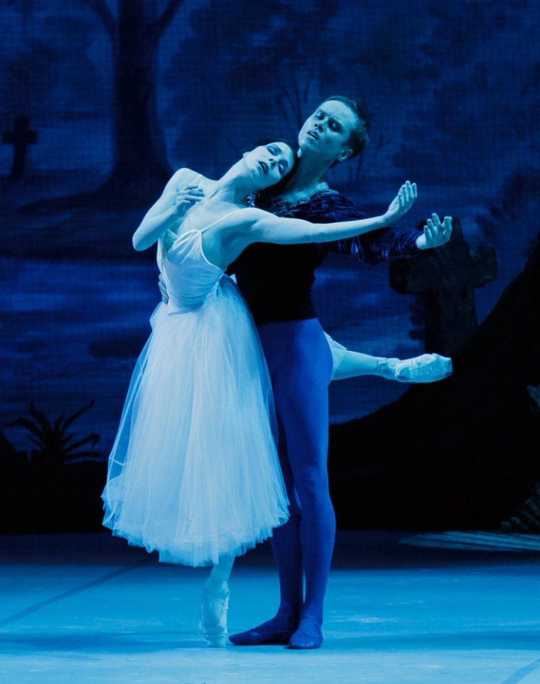 Natalia Osipova and Leonid Sarafanov in the Mikhailovsky's production of Giselle. Photo by Paul Kolnik.