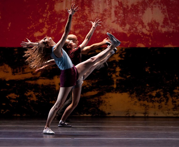 Rachelle Rafailedes and L.A. Dance Project in Murder Ballades. Photo by Rose Eichenbaum.