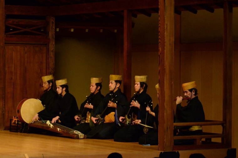 'Traditional Dance from Okinawa' musicians; courtesy of Yokohama Noh Theater. Photo by Yoshiaki Kanda